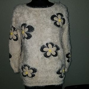 Sans Souci cream black soft fuzzy sweater small